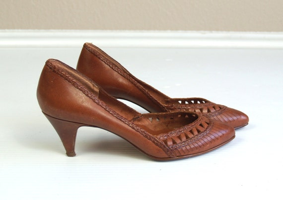 reserved for Sara vtg 80s CUTOUT Sienna Brown Leather WOVEN HEELS boho gypsy pumps 6 festival hippie