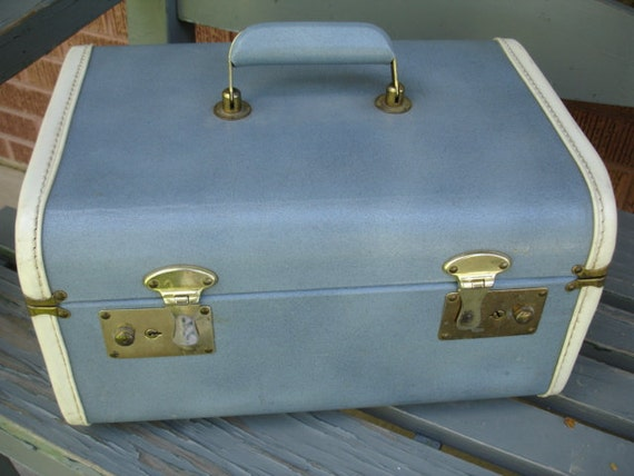 Amazing Vintage Train Case - We specialize in vintage luggage