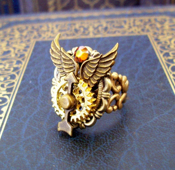 Steampunk Ring (R47-2) - Aviation and Travel Design - Wings / Gears / Spinner - Swarovski Crystal - Adjustable Ringband
