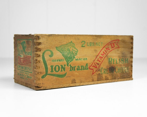 Vintage Wooden Dovetailed Lion Brand Relish Cream Cheese Box
