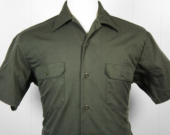 Vintage 1970's Men's Army Green Button Up Work Shirt - Short Sleeve, Size M