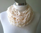 French Vanilla Chain Link Cowl - Includes a FREE GIFT