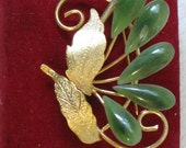 Vintage Jade brooch fan with 5 Jade stones and brushed gold