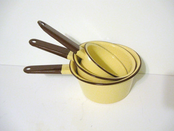 Vintage mellow yellow enamelware pans set of 3 with brown handles