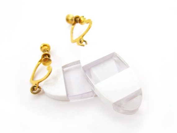 Vintage White Earrings, Mod Wedding - Boucles d'Oreilles. Vintage Jewelry by My Chouchou.