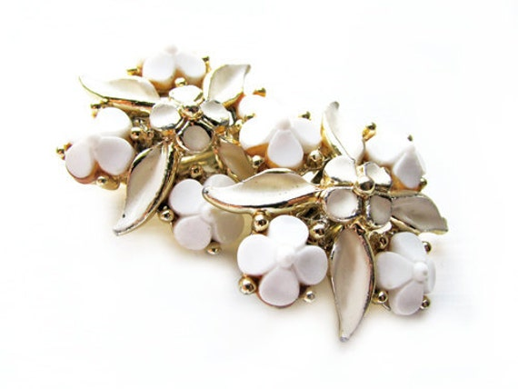 Vintage Earrings, White Wedding - Boucles d'Oreilles Fleur Blanche. Vintage jewelry My Chouchou on Etsy.