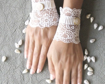 Wedding lace gloves short bridal cuffs