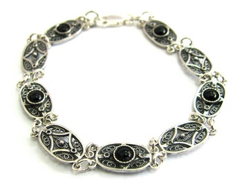 925 Sterling Silver Filigree Artisan Bracelet Decorated With Onyx Gemstones - ID286