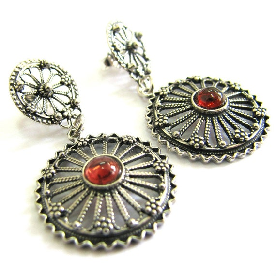 925 Sterling Silver Filigree Ethnic Round Earrings Decorated With Garnet Gemstones - ID1094