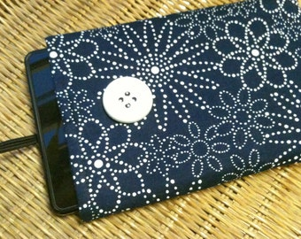 ON SALE - CLOSEOUT Kindle Fire eReader Nook Sony Sleeve Pouch Bag Clutch Navy White Flowers