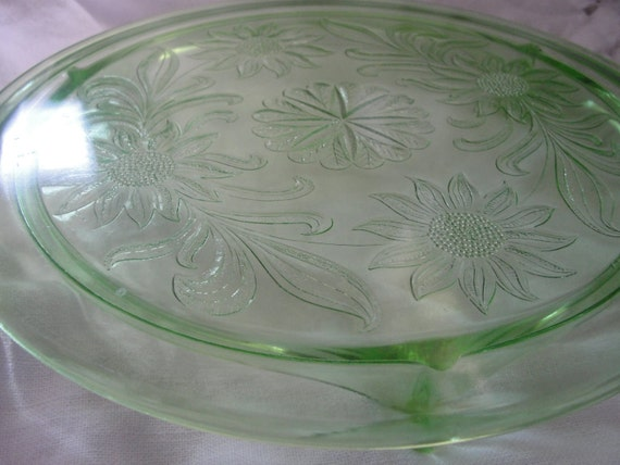 Us Glass shaggy Daisy 3 toes cake stand