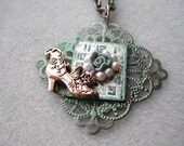 Victorian green necklace with fancy shoe