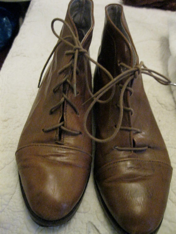 Vintage Women Leather Boots, Joan and David,Italy  Short Brown lace size 9 US  39 1/2 Europe