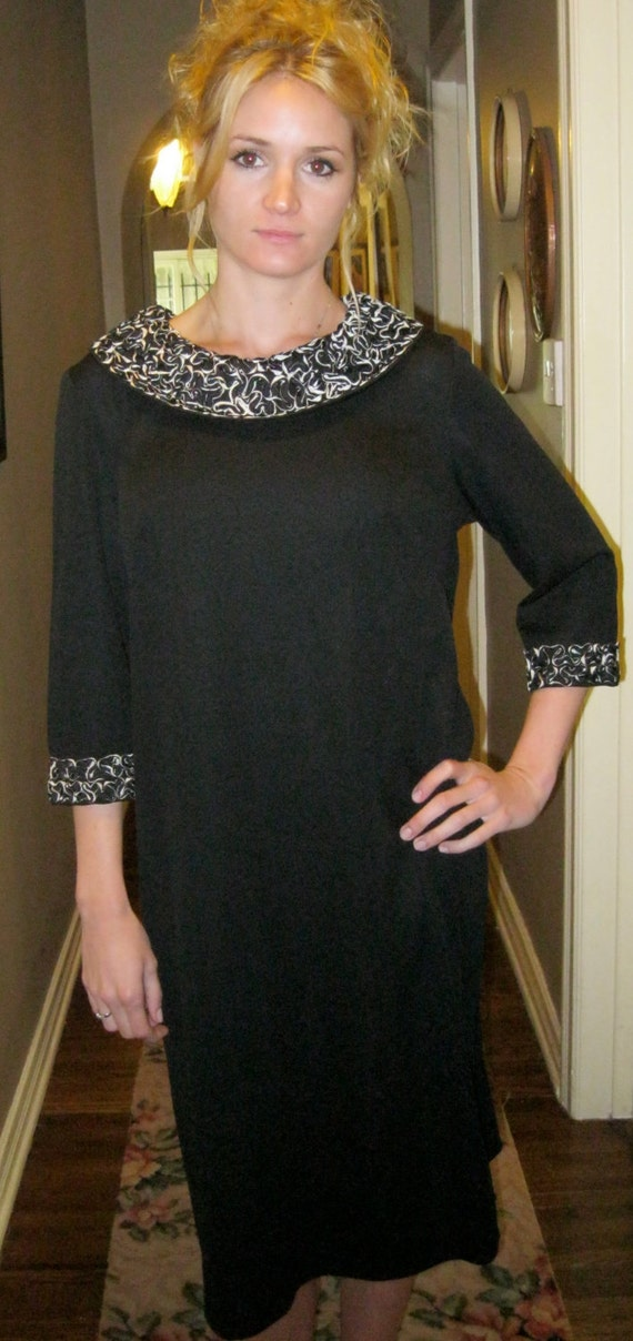 50s Mod Large Dress, Adorable Sz 12 / Size 14 / Black White Dress / Ribbon Collar n Cuffs,