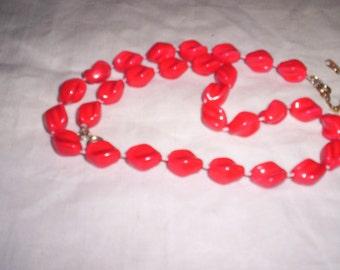 vintwage necklace red lucite