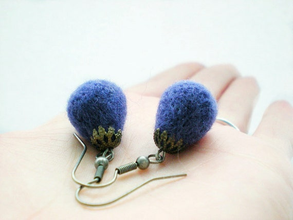 Felt Plum Drop Earrings - Needle Felted Purple Tear Earrings