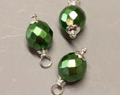 DANGLES - 3 Pcs - Emerald Green - 17mm - Faceted - Fire Polished Czech Glass - Wire wrapped - Silver - Ref 21