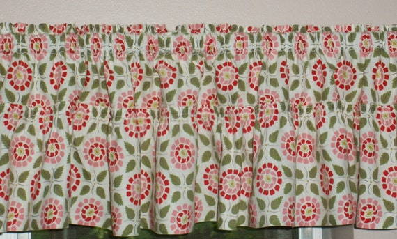 Gorgeous Vintage Farmhouse  Kitchen Valance and Matching Curtains. Look and Feel of Feedsack Fabric