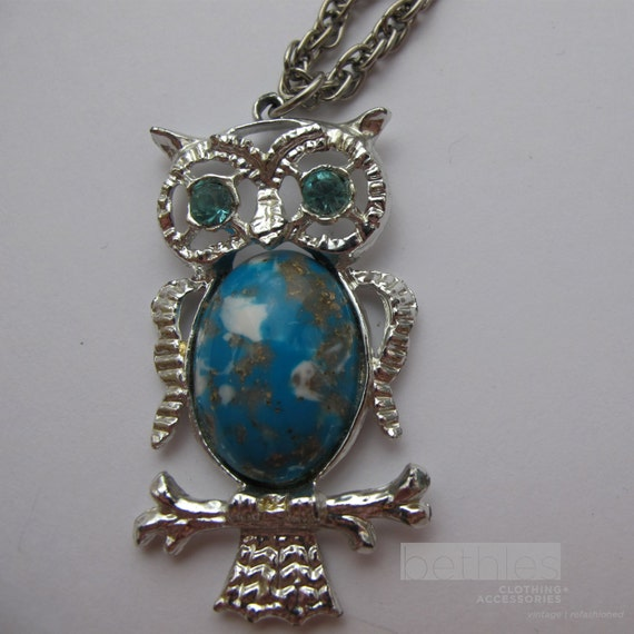 Owl pendant necklace with turquoise coloured cabochon body for Turquoise colored fashion jewelry