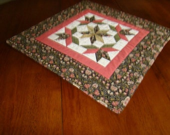 Quilted table square for Spring