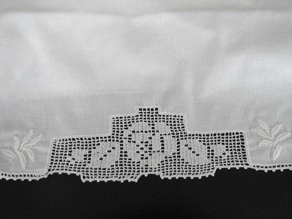 Pair Vintage White Percale Pillowcases Crochet Rose Lace Border