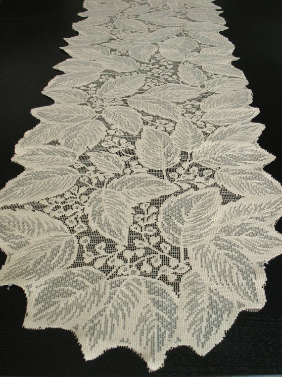 Ecru Nottingham Lace Runner Leaves