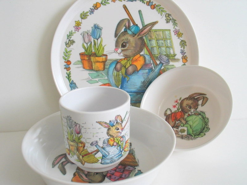 1960 Melamine Peter Rabbit Dinnerware Set By Oneida & Peter Rabbit Dinnerware - Castrophotos