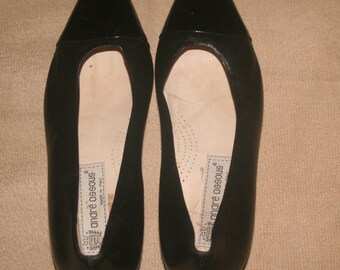 Black leather with pattent toe slip on shoes by Andre Assous italy
