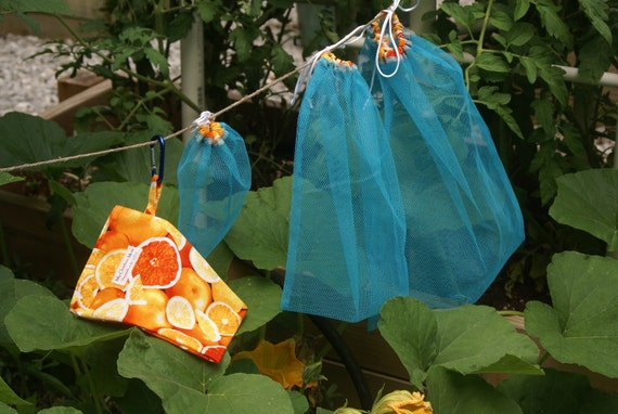 Set of Three Blue Mesh Produce Bags with Matching Citrus Fabric Carry Pouch and Carabiner