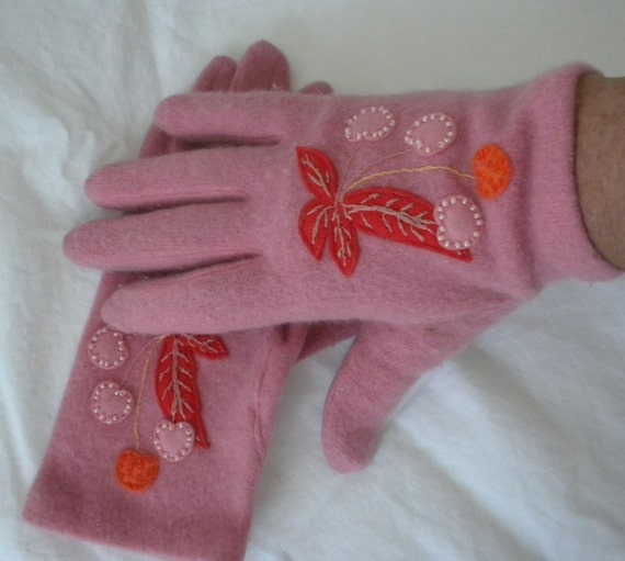 80s Pink Felted Wool  Gloves / Cherry Appliques / Beading / Womens Mittens / Size large