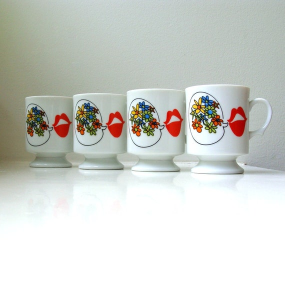 Mid Century Mod Mugs Retro Flower Power Red Lips Set of 4 Footed Pedestal Cups 1960s