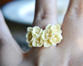 Shop Closing-Bouquet of Flowers Ring- Ivory