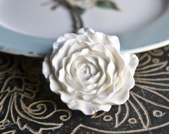 Juliet Ruffled Rose Necklace -White