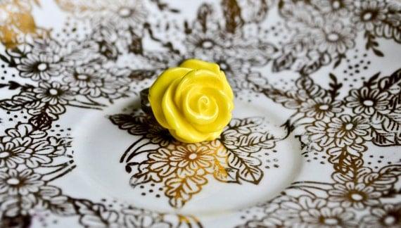 Chubby Rose Ring - Yellow
