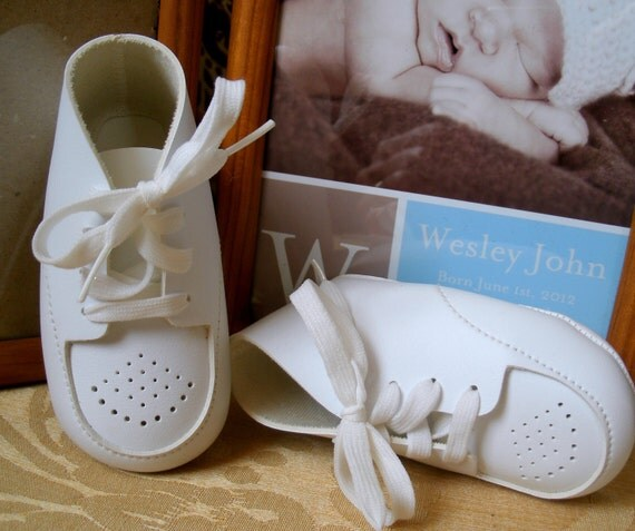 """Vintage White Baby Boy Shoes Like New Measures 4 3/16"""" L"""