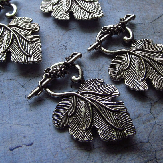 Grape Leaf Toggle Clasps in Antique Silver - Set of 4 (D02)