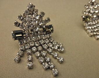 vintage rhinestone earrings - prone set, clip on