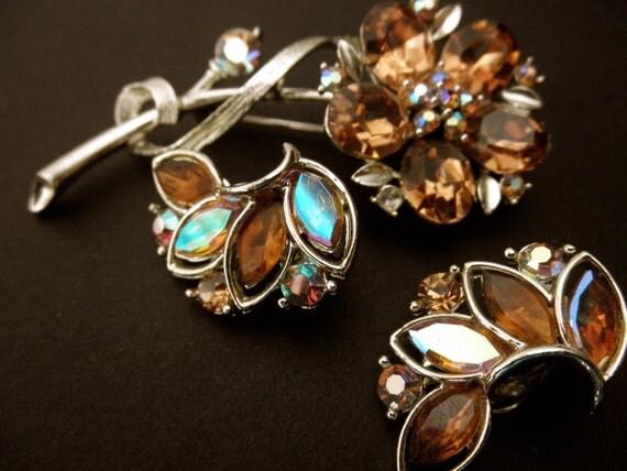 vintage Lisner pin and clip-on earrings, flower-designer-1950s 1960s