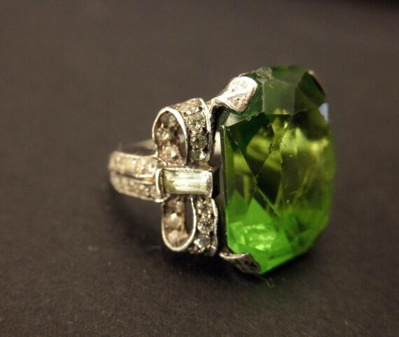 vintage sterling silver ring-green stone, rhinestones, bows
