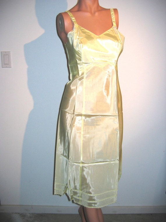 Vintage Acetate Slip. 1950's 1960's.  Beautiful Yellow. Size 34. Mad Men. Rockabilly, Bettie Page. New old stock.  Maggie the cat.