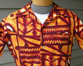 vintage 60's - 70's -Sears 'Hawaii'- Hawaiian short sleeve shirt. Batik style tribal print on barkcloth. Vibrant colors. Medium