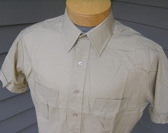vintage 1970's Men's short sleeve sport shirt. 'New Old Stock'. Pleated pockets and impeccable stitching. Large