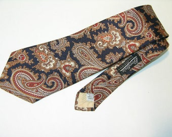 vintage 1970's Men's neck tie. Paisley on Navy. Could be late 60's or even early 80's, but a Classic.