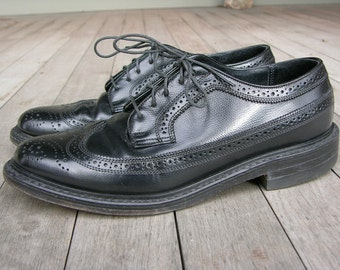 vintage 1980's Men's Long Wing Brogues. Black pebble grain. Near NEW.  8 1/2 D. Made in USA