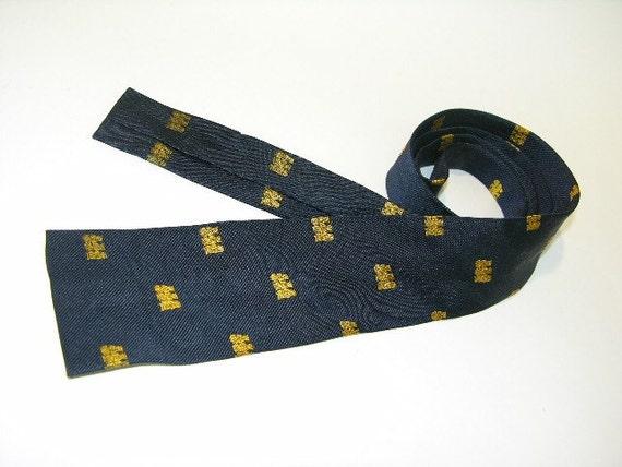vintage 1950's skinny Neck Tie in Silk. Flat bottom. Three wise monkeys...'Speak no evil, see no evil, hear no evil'. England.