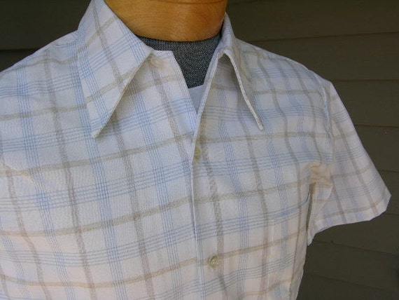 vintage 1960's Men's short sleeve shirt. White with plaid in light blue and brown. Big collar. 'New Old Stock'. Small.