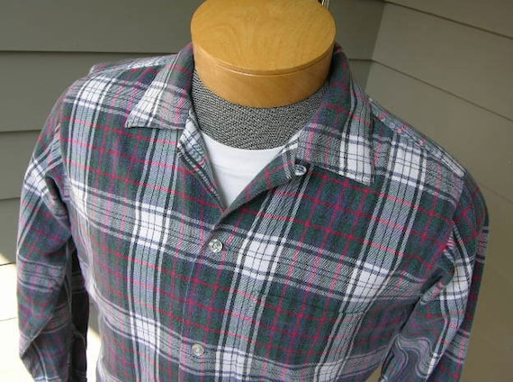 vintage 50's - 60's Men's Flannel long sleeve shirt w/ button loop collar. Faded and well worn. Cotton Tartan plaid. Medium