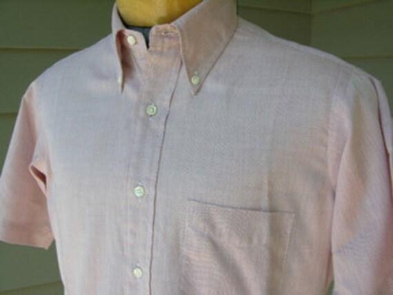 vintage 1960's Men's button down collar short sleeve shirt w/ locker loop.  Pink chambray.  Medium