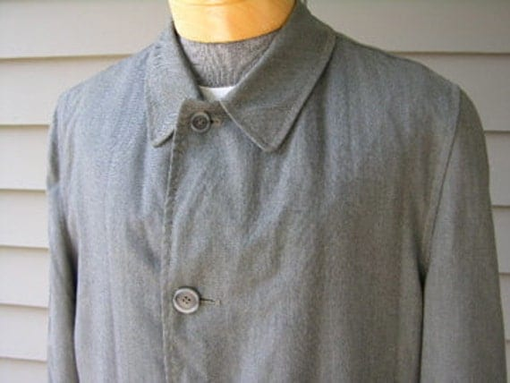 vintage 1960's Men's all weather Raincoat. Gray Herringbone with removable fur lining. Size 38 Regular