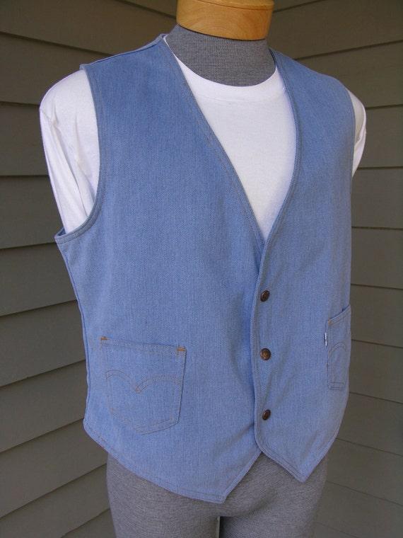 vintage 1970's Levi's corduroy vest for Men. Light Blue with 'White' tab and copper clad snaps. Large